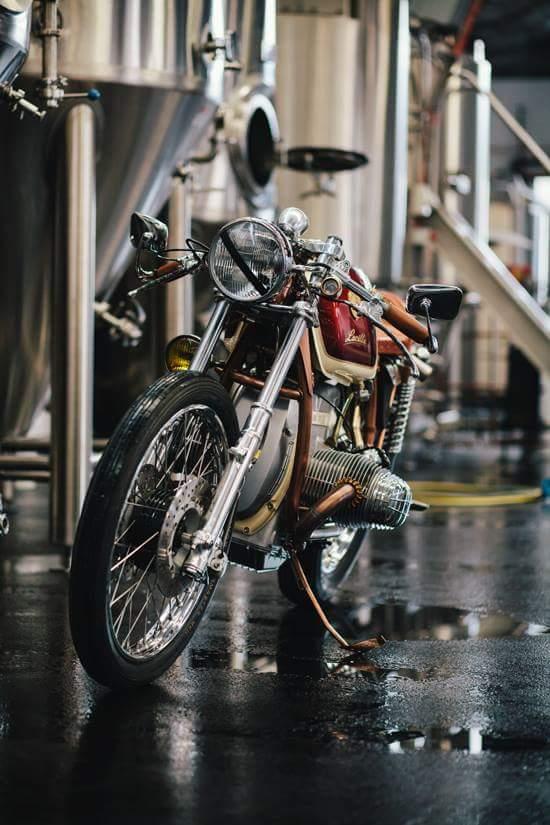 C'est ici qu'on met les bien molles....BMW Café Racer - Page 36 Fb_img15
