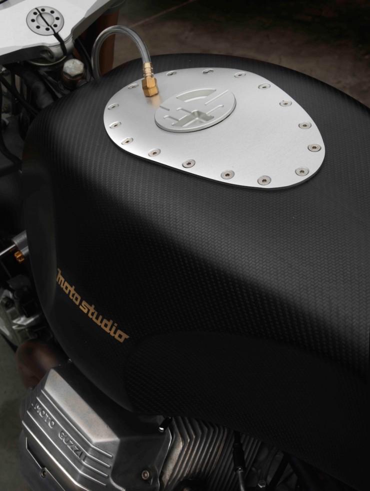 Moto Guzzi 1100 sport par Moto studio  Moto-g13