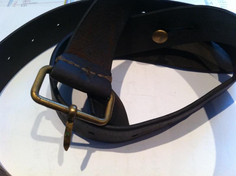 Bretelle cuir....pour quelle arme ? Img_2711