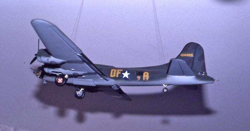 BOEING B 17 F Réf CO 11 Heller10