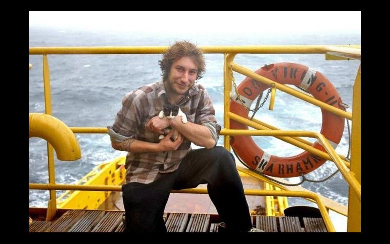 Alaska. Spectaculaire sauvetage d'un jeune marin breton et de son chat  Sans_331