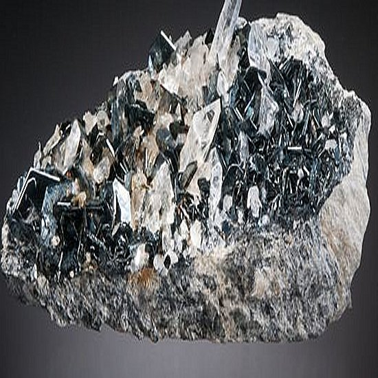 Je vend une vanadinite de 3 kgs mineraux cristaux et fossiles mibladen midelte Ahouli Vanadi10