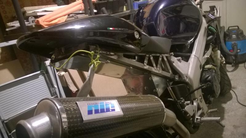 Un VFR 750 RC36II en cafra, ça se tente Wp_20120