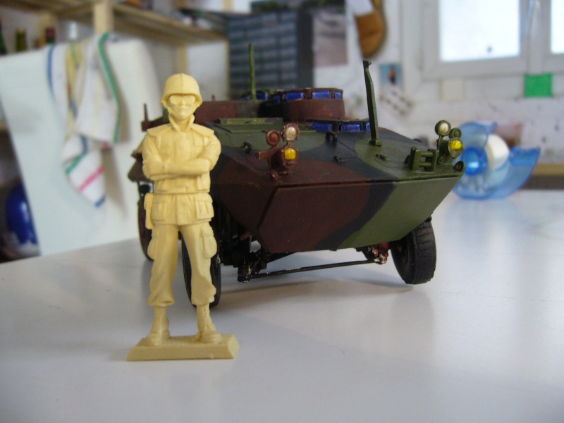 LAV 25 version command vehicle - ESCI - 1/35 from the box - Page 4 P1030136