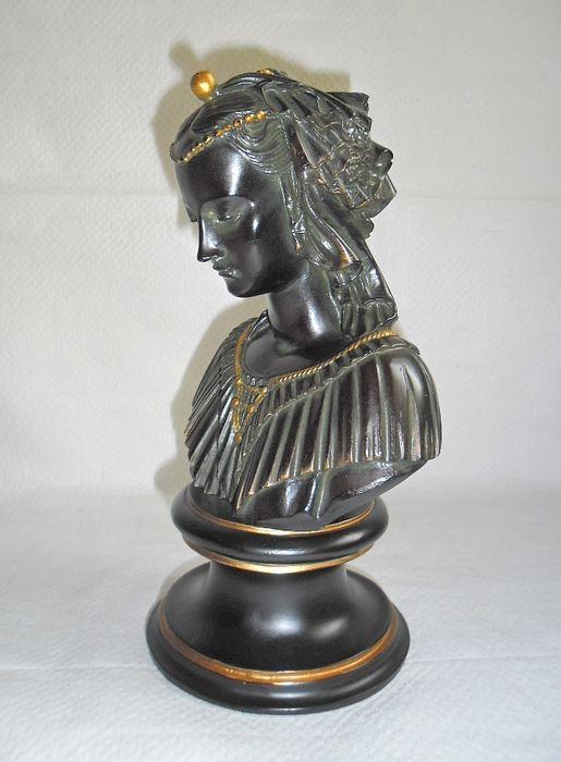 A vendre: bustes de Marie Antoinette? - Page 2 48bdbc10
