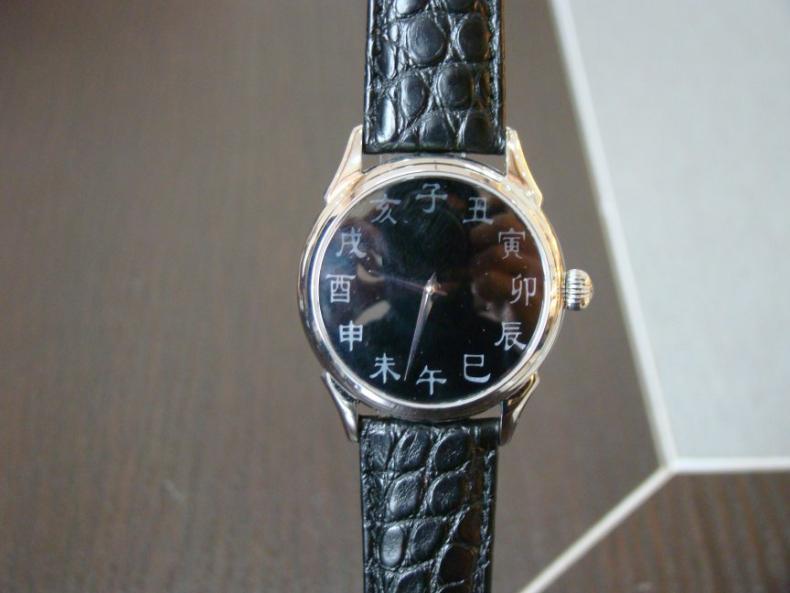 Une montre auto de qualité avec caractères chinois Enacha10