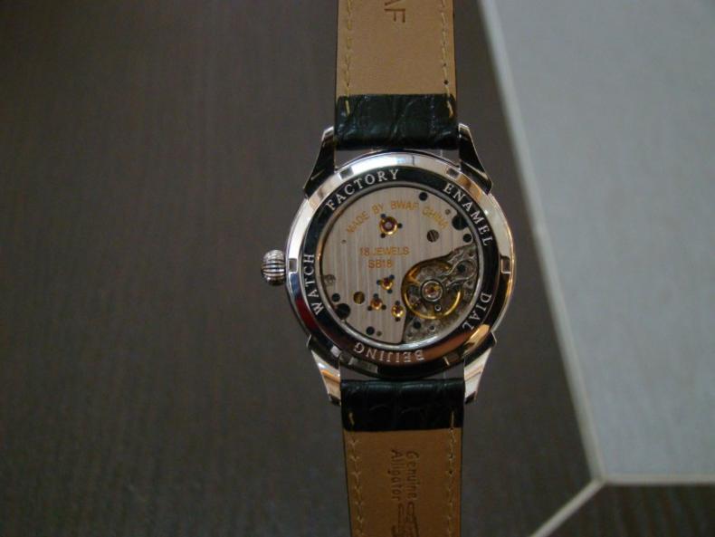 Une montre auto de qualité avec caractères chinois Enacha11