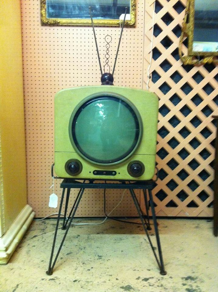 Téloches.... Vintage televisions - 1940s 1950s and 1960s tv - Page 4 12043013