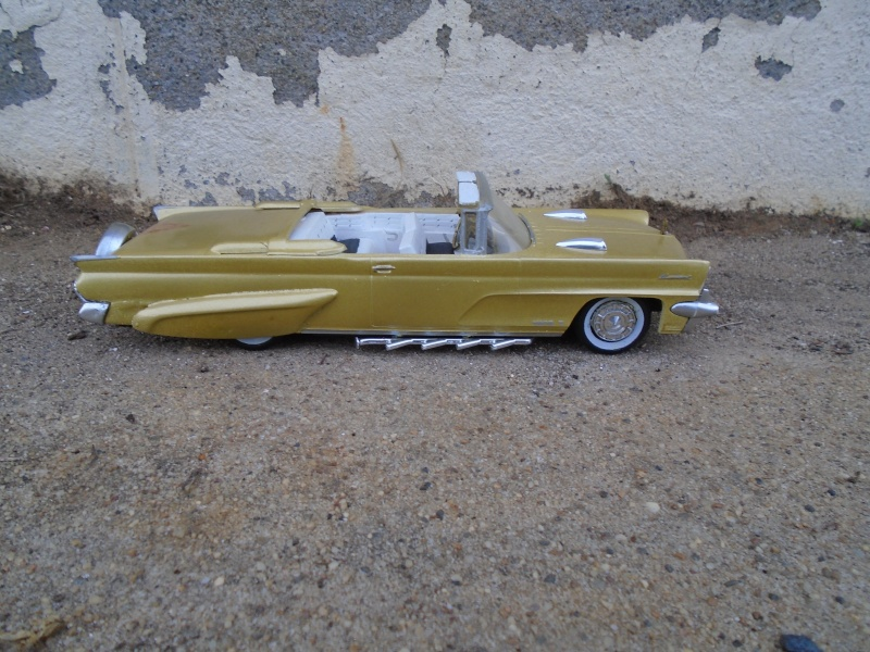 1959 Lincoln continental  - customizing kit - Amt - 1/25 scale Dsc00348