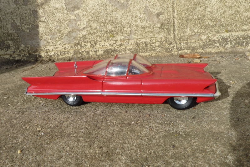 1955 Lincoln Futura - Concept car - Revell - 1/25 scale P1060718