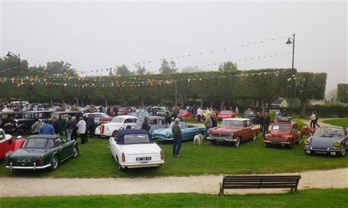 8e Festival de voitures anciennes à Dourdan, le 4 octobre 2015 D1015_12