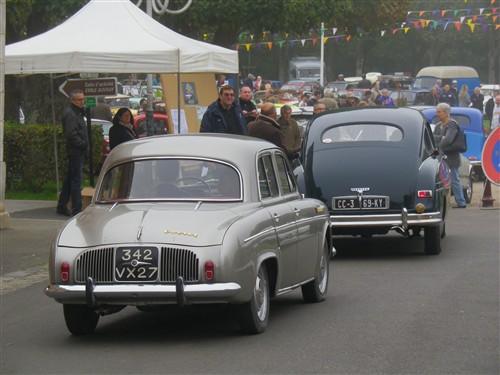 8e Festival de voitures anciennes à Dourdan, le 4 octobre 2015 D1015_33