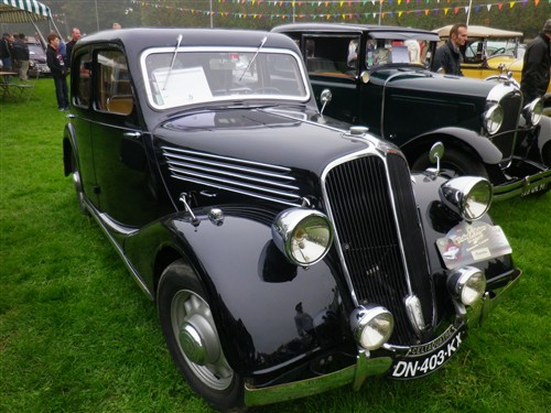 8e Festival de voitures anciennes à Dourdan, le 4 octobre 2015 D1015_40