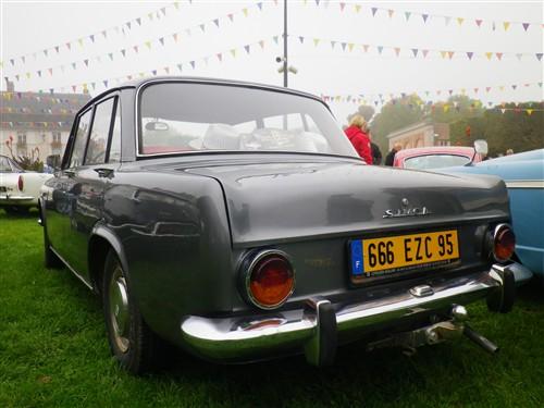 8e Festival de voitures anciennes à Dourdan, le 4 octobre 2015 D1015_44