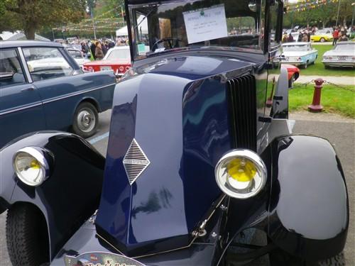 8e Festival de voitures anciennes à Dourdan, le 4 octobre 2015 D1015_49