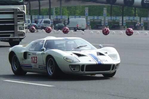La FORD GT 40  Tourau11