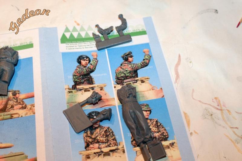 Figurine Alpine 1/35 (ref:35139 WSS Panzer Commander) Panzer12