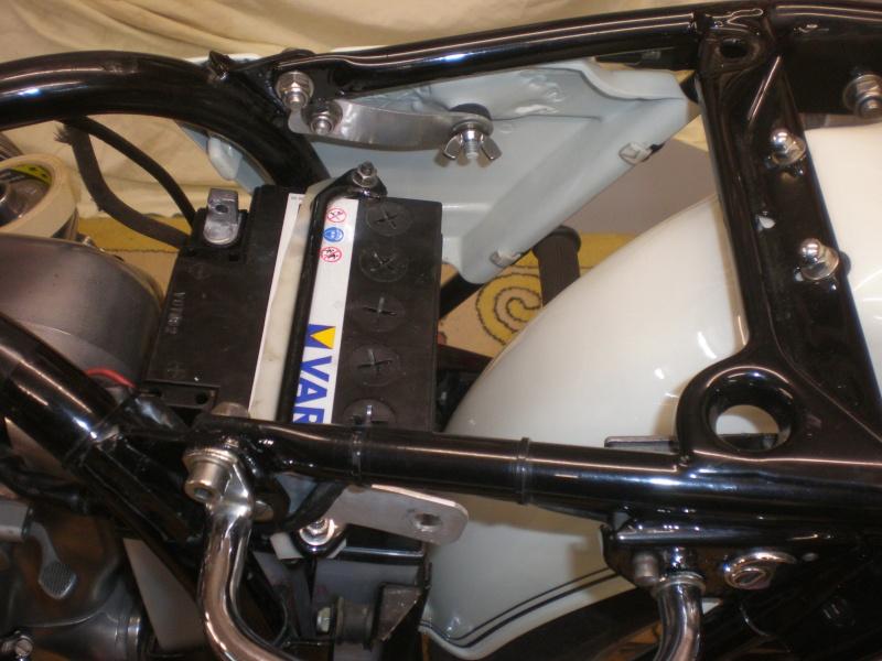 Comment fixer des caches latéraux sur une BMW R60-6 - Page 2 P1090011