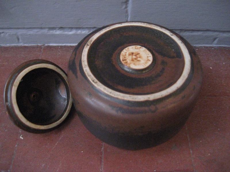 Lidded Pot Marked 'Republic Of Ireland' & 'KK'  - Kilkenny Design Img_1233