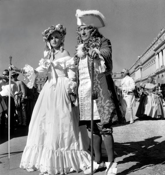 Si Versailles m'était conté (Lana Marconi), réalisé par Sacha Guitry en 1953 - Page 2 Znoces10