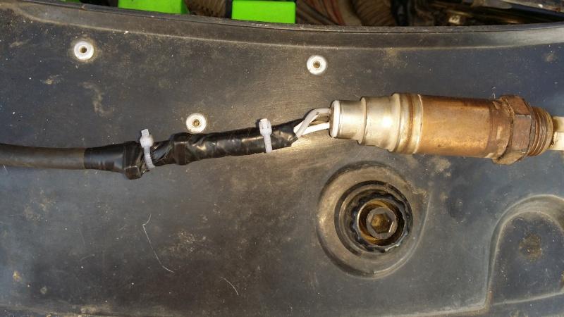fusible F12 compartiment moteur pour sonde à oxygene 20151017