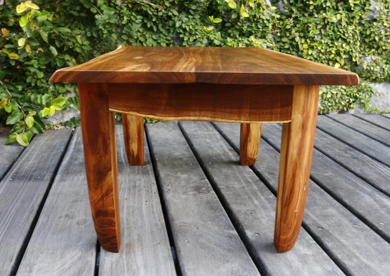 Une petite table basse en tamarin Clkdnd10