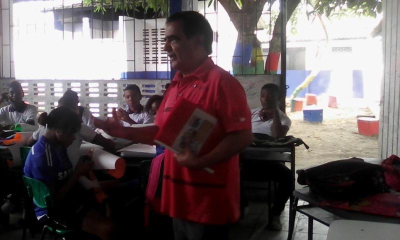 APORTES POR EL ESCRITOR TUMAQUEÑO EN LA INSTITUCIÓN CIUDADELA EDUCATIVA TUMAC Img_2013