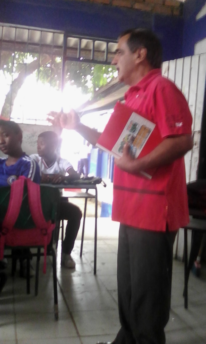 APORTES POR EL ESCRITOR TUMAQUEÑO EN LA INSTITUCIÓN CIUDADELA EDUCATIVA TUMAC Img_2014