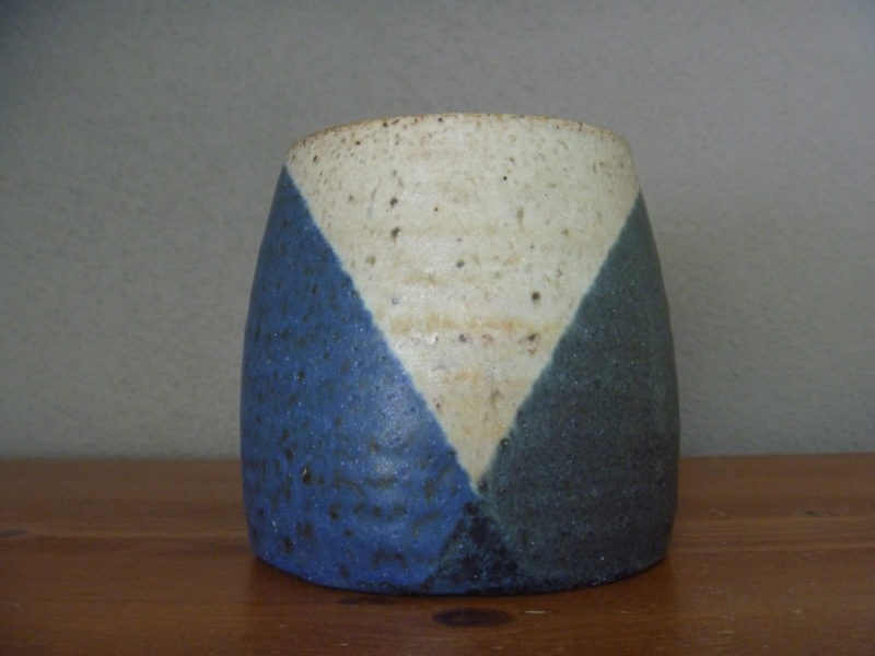 ID pottery vase with signature  P1010111