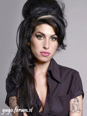 Amy Winehouse - Page 2 Amy_wi10