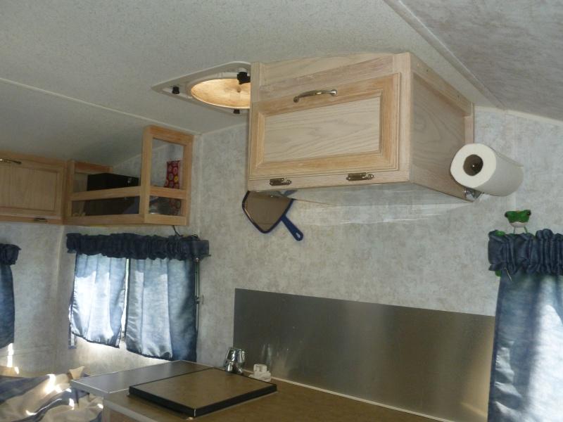 Ajout d'un armoire par Serge dans notre Prolite Mini 2006. P1040512