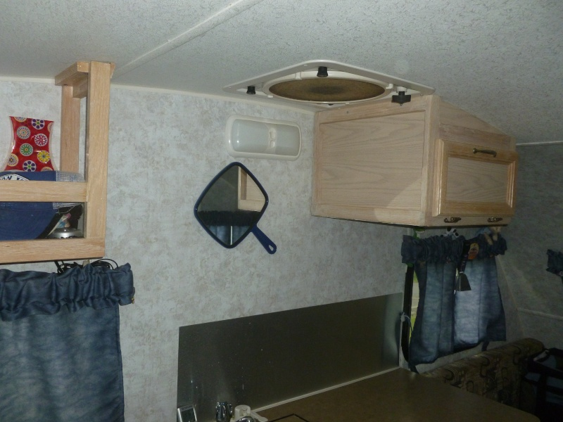 Ajout d'un armoire par Serge dans notre Prolite Mini 2006. P1040513