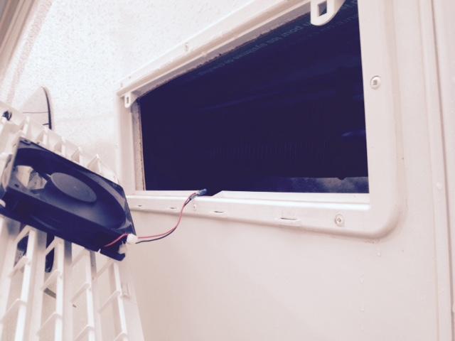 Garde Manger trop chaude au dessus du frigo max 21 Frigof14