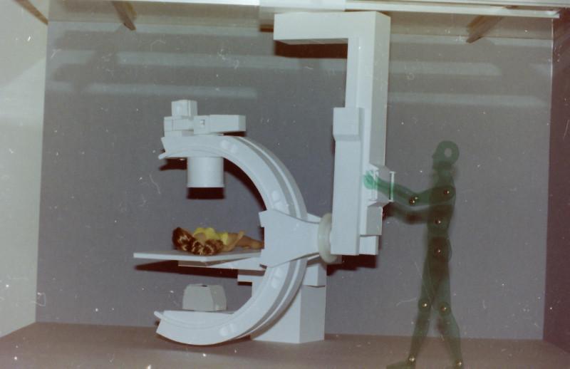 Röntgenuntersuchungsgerät (C-Bogen), Eigenkonstruktion, Maßstab 1:5 C-boge18