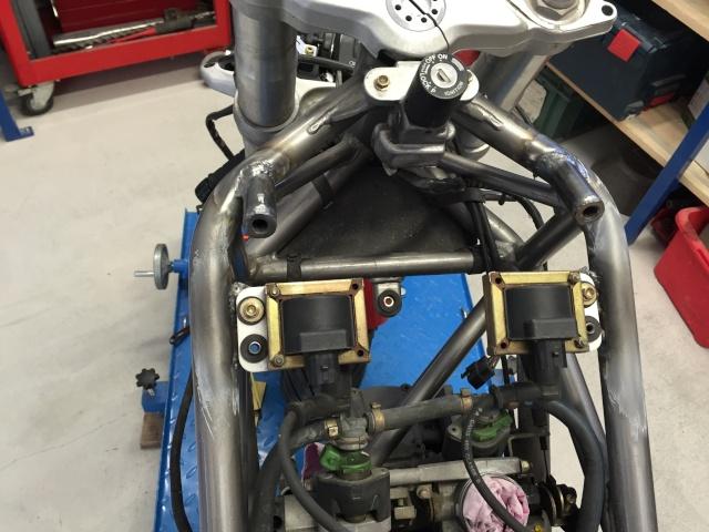 Projet ST2 / Café Racer - Page 2 Img_7024