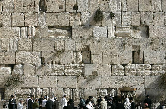 Dieu a voulu faire compliqué, il créa le mur des lamentations Mur_la13