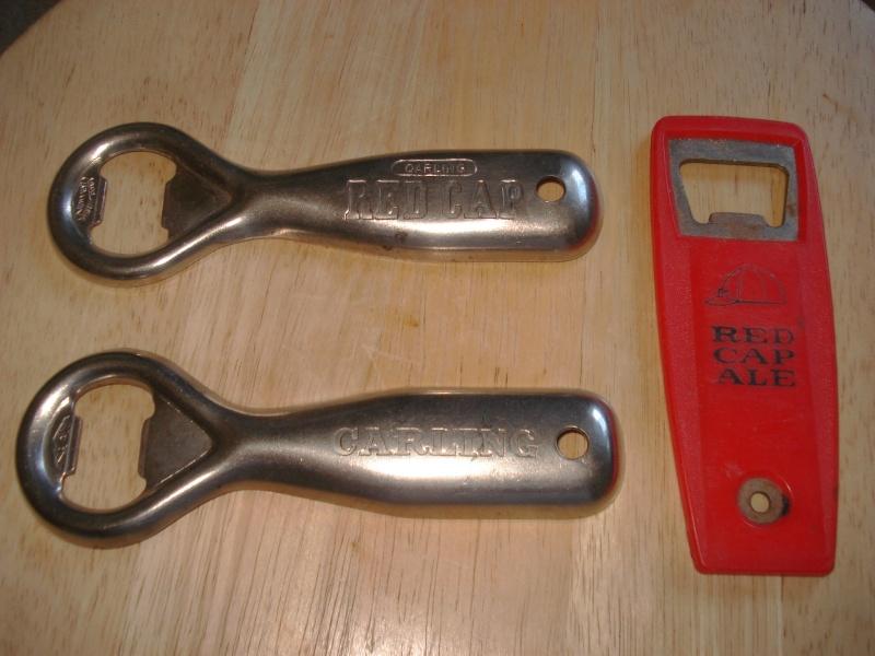 D'autres bouteilles de Red Cap et de Carling 02210