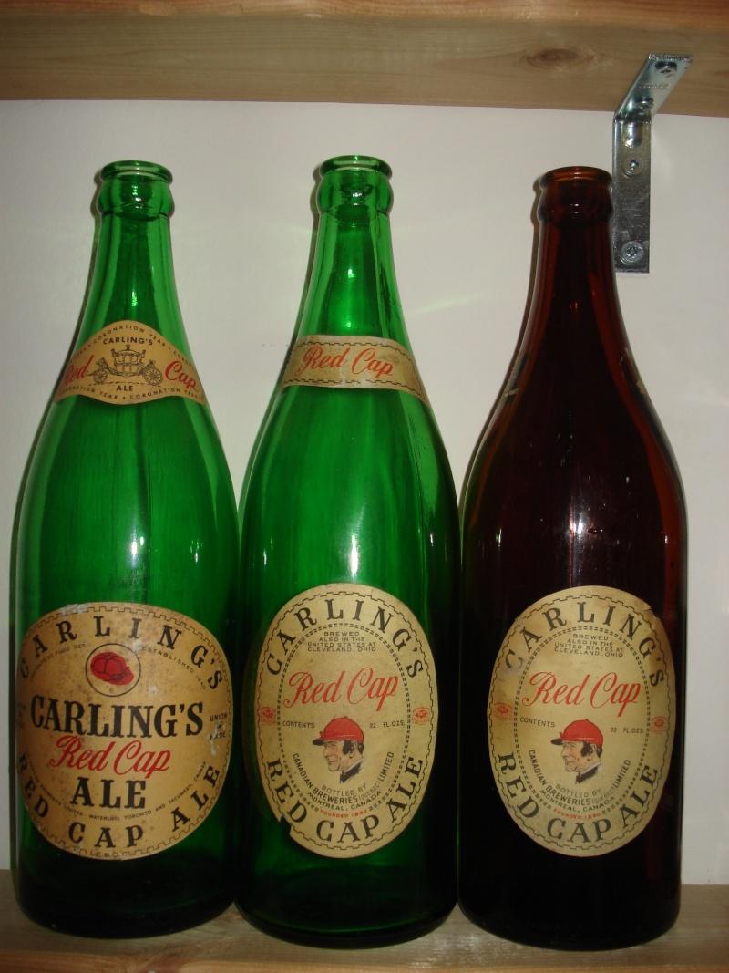 D'autres bouteilles de Red Cap et de Carling 03510