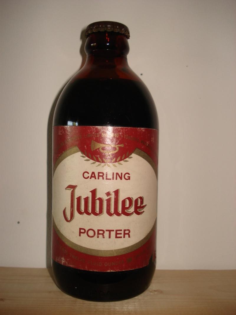 D'autres bouteilles de Red Cap et de Carling 03610