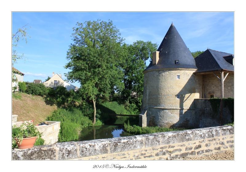 Charbogne, et son château (Ferme fortifiée de Charbogne) - Page 2 Cadrer49