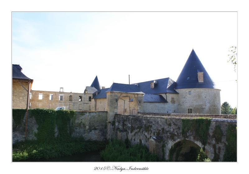 Charbogne, et son château (Ferme fortifiée de Charbogne) - Page 2 Cadrer52