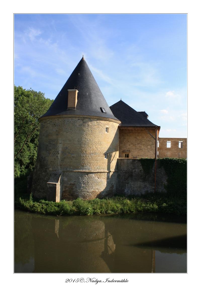Charbogne, et son château (Ferme fortifiée de Charbogne) - Page 2 Cadrer53