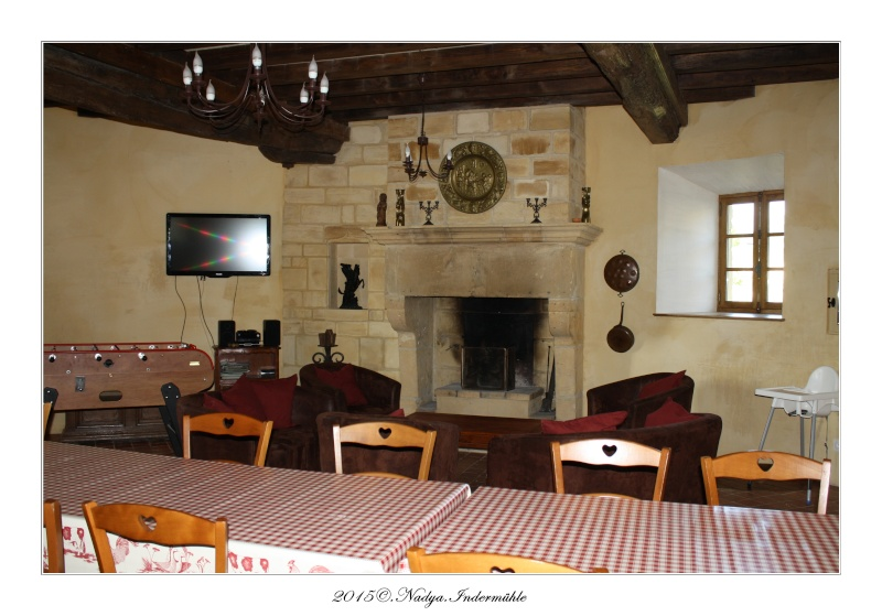 Charbogne, et son château (Ferme fortifiée de Charbogne) Cadrer72