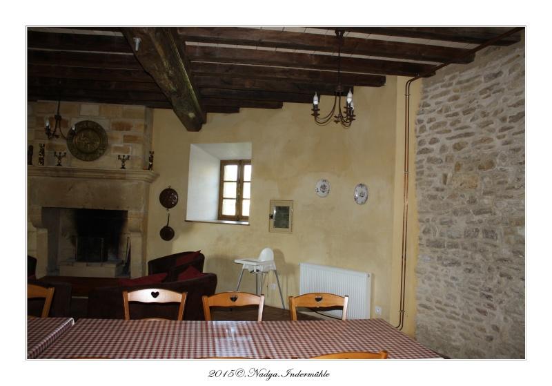 Charbogne, et son château (Ferme fortifiée de Charbogne) Cadrer73
