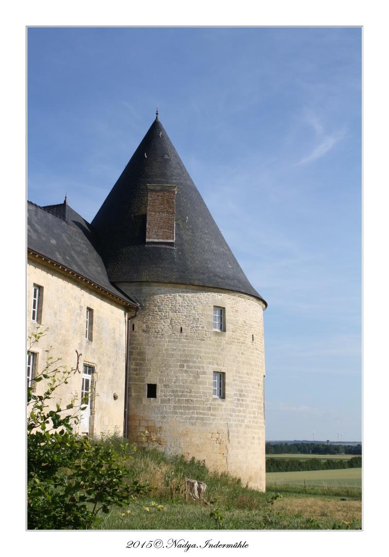 Charbogne, et son château (Ferme fortifiée de Charbogne) Cadrer83