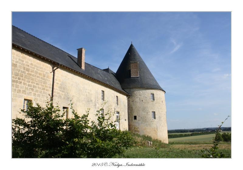 Charbogne, et son château (Ferme fortifiée de Charbogne) Cadrer84