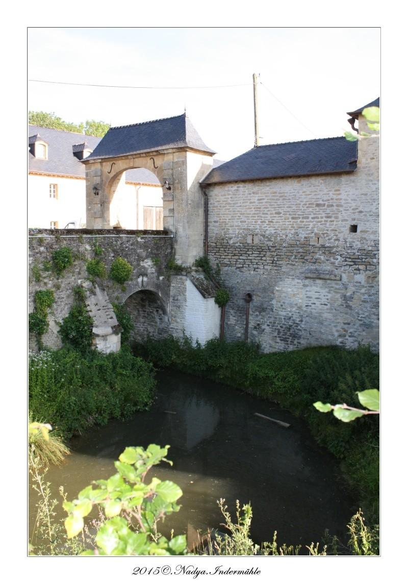 Charbogne, et son château (Ferme fortifiée de Charbogne) Cadrer85