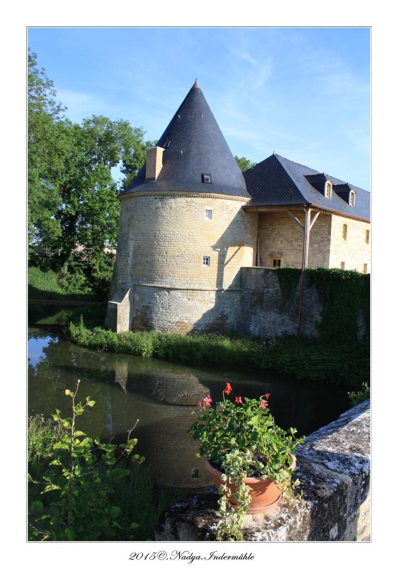 Charbogne, et son château (Ferme fortifiée de Charbogne) Cadrer88