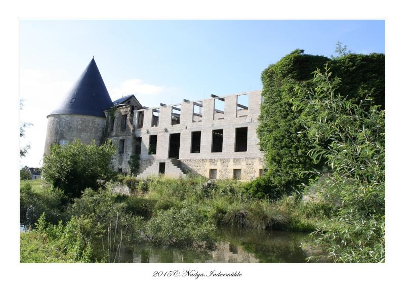 Charbogne, et son château (Ferme fortifiée de Charbogne) Cadrer93