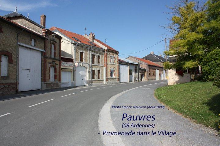 Pauvres, promenade dans le village, par Francis Neuvens Pauvre26